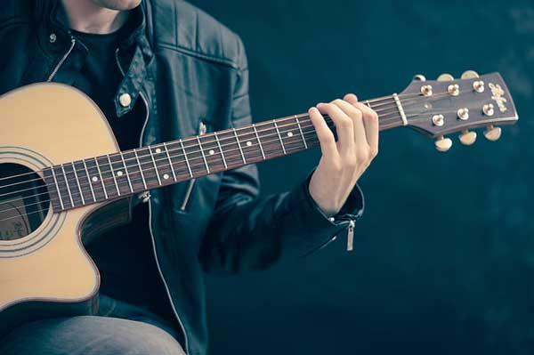 Đàn guitar giá bao nhiêu? Một số dòng guitar phổ biến